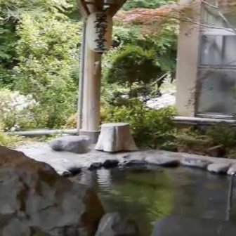 川中温泉にある温泉宿「かど半旅館」