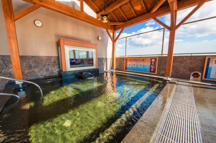 スパ水春の露天風呂の炭酸泉