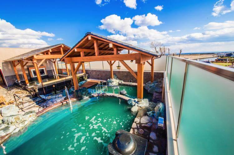 露天風呂は源泉掛け流し風呂や炭酸泉が人気の「お風呂」