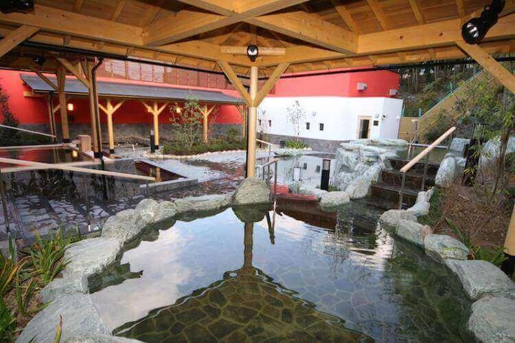 「箕面湯元 水春」天然温泉や種類豊富なお風呂、人気の岩盤浴など魅力を