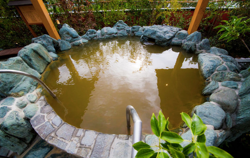 露天風呂の岩風呂(上:源泉かけ流し)