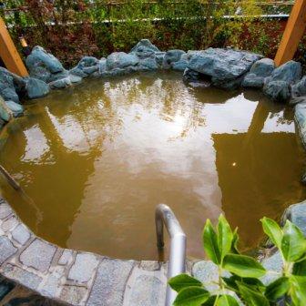 「鶴見緑地湯元 水春」!天然温泉に岩盤浴、フィットネスクラブまで併設した大型スーパー銭湯【割引クーポンあり】