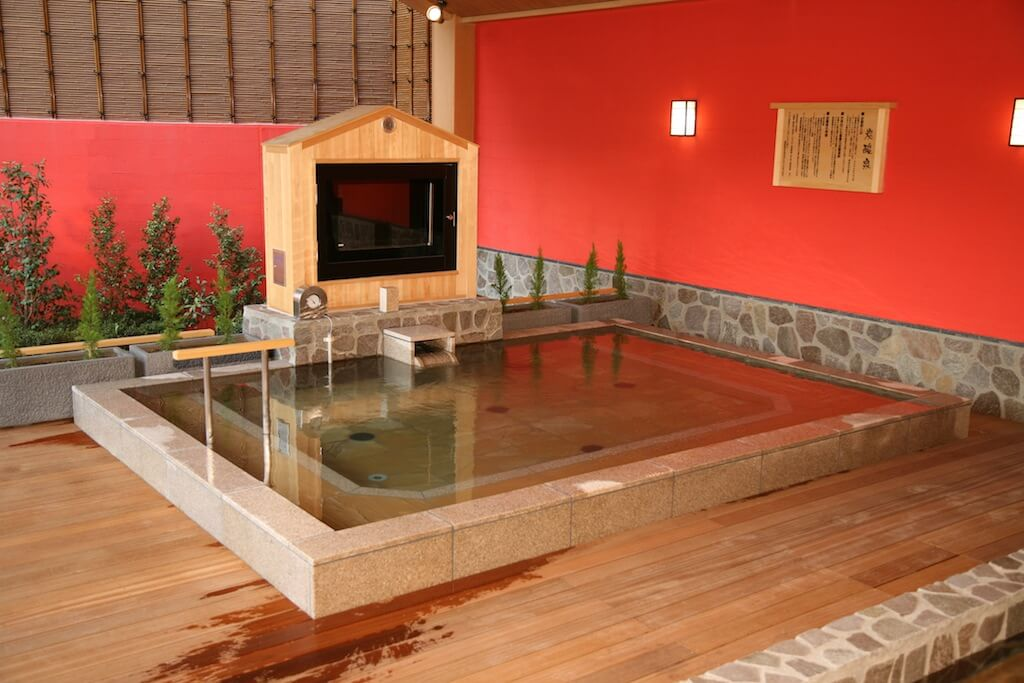 東香里湯元水春の露天風呂の炭酸泉