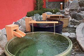 東香里湯元水春の露天風呂のつぼ湯