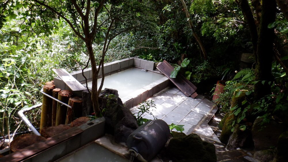 「雲仙よか湯」の露天風呂