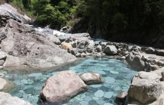 【期間限定の秘湯】富山「黒薙温泉」について