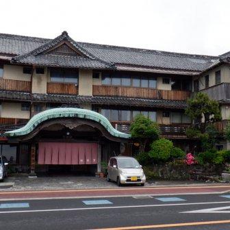 小浜温泉「春陽館」唐破風造りの存在感がすごい老舗旅館で日帰り入浴を堪能【口コミ付】